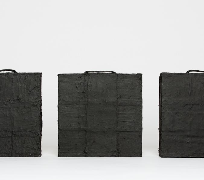 Objekt, o.T., 2000-2019, 27x90x06 cm, Stoff, Holz, Gips, Farbe