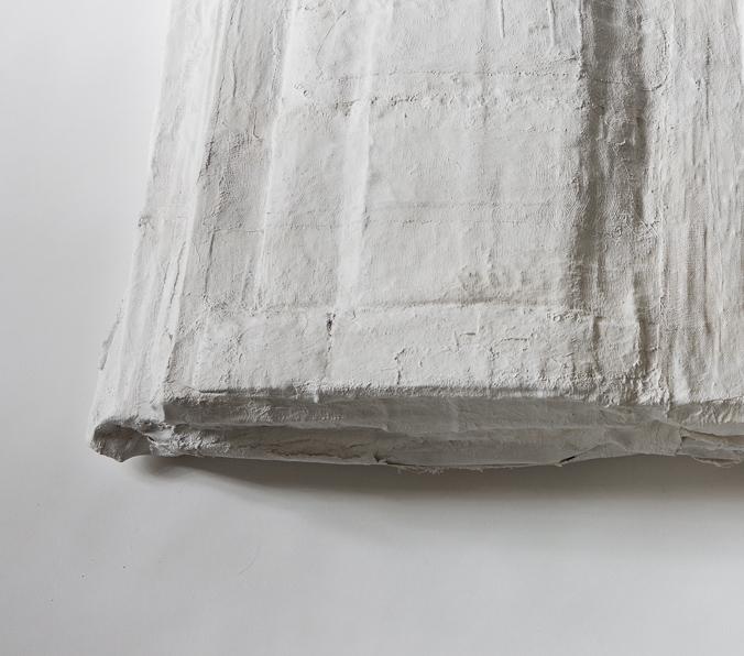 Objekt, gelebt, 2018, 12x95x63 cm, Papier, Gips, Farbe