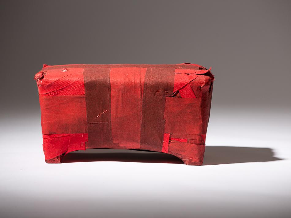 Objekt, o.T., 1991, 15x28x17 cm, Stoff, Holz, Farbe